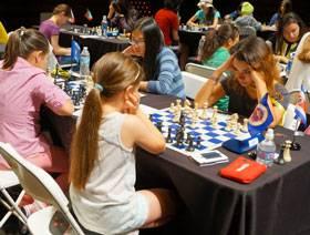 Núñez, de frente de derecha a izquierda, durante el torneo regular (Foto: Susan Polgar)