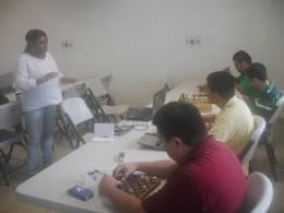 Tania, George, Isaac, Rolando y Rigoberto trabajando duro en la primera sesión.